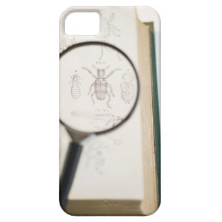 Magnifying glass over book showing insects iPhone SE/5/5s case