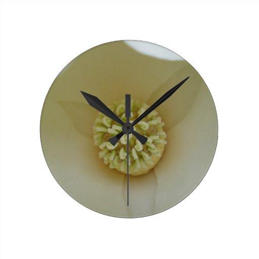Magnolia elegante reloj redondo mediano