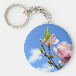Magnolia en el cielo llavero redondo tipo pin