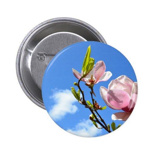 Magnolia en el cielo pin redondo 5 cm