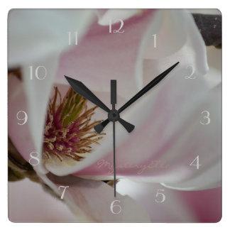 """""""magnolias"""" by mysteryella reloj cuadrado"""