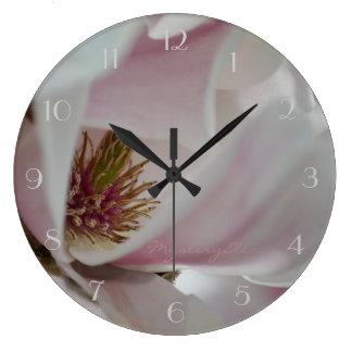 """""""magnolias"""" by mysteryella reloj redondo grande"""