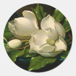 Magnolias gigantes en los pegatinas del azul de un pegatina redonda
