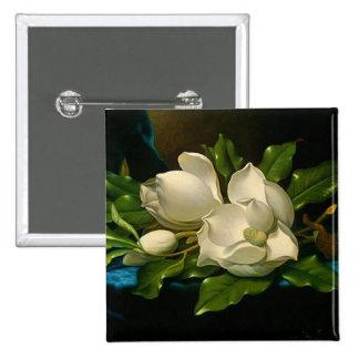 Magnolias gigantes en un botón azul del paño del t pin