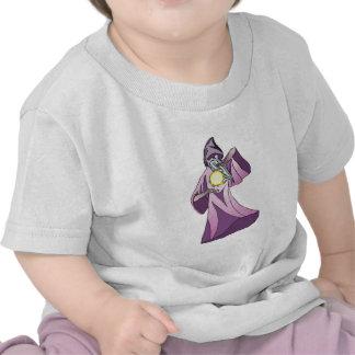 mago del hechicero con la bola de cristal camiseta