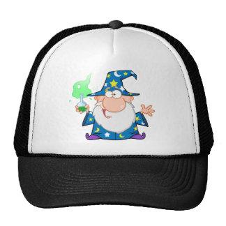 Mago loco que sostiene una poción mágica verde gorra