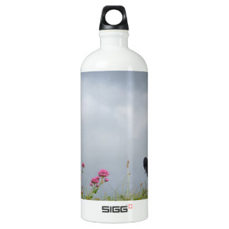 Magpie and wild flowers. SIGG traveler 1.0L water bottle