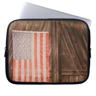 Maine bandera americana descolorada en puerta del funda ordendadores