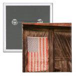 Maine, bandera americana descolorada en puerta del pin cuadrada 5 cm