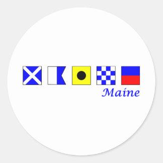 Maine deletreó en alfabeto náutico de la bandera etiqueta redonda