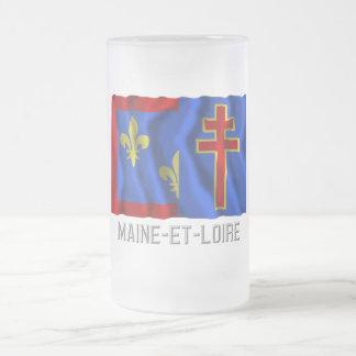 Maine-et-Loire que agita la bandera con nombre Taza De Cristal