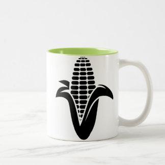 Maíz en la mazorca fresco taza de café de dos colores