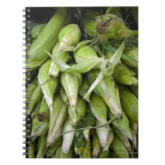 Maíz fresco en mercado cuadernos