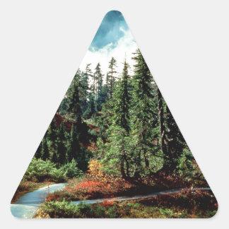Majestad de las naturalezas del bosque pegatina de triangulo