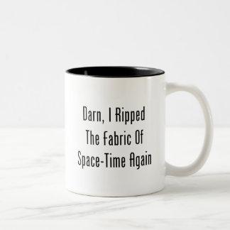 Maldito rasgué la tela del espacio-tiempo otra ve taza de café