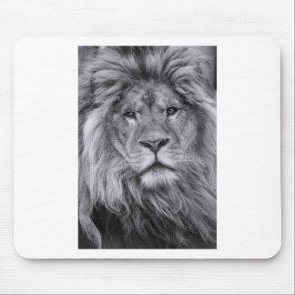 Male lion portrait mouse pad