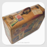 maleta pasada de moda con los pegatinas del viaje pegatina cuadrada