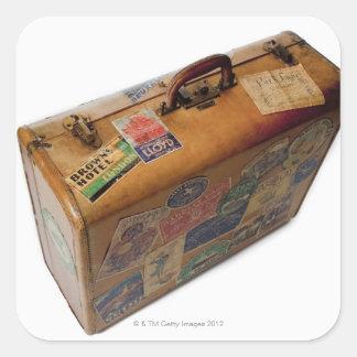 maleta pasada de moda con los pegatinas del viaje calcomanías cuadradases