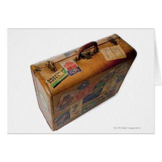 maleta pasada de moda con los pegatinas del viaje tarjeta de felicitación