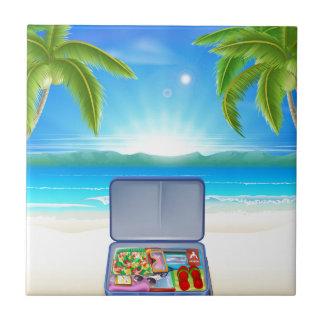 Maleta turística en la playa tropical azulejos