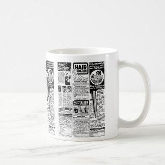 Malos anuncios de la revista del kitsch retro del  taza básica blanca