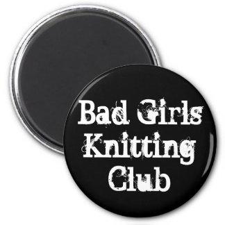Malos chicas que hacen punto al club imán redondo 5 cm