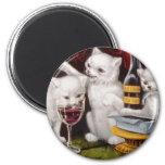 Malos gatitos que beben las ilustraciones del vino iman de nevera