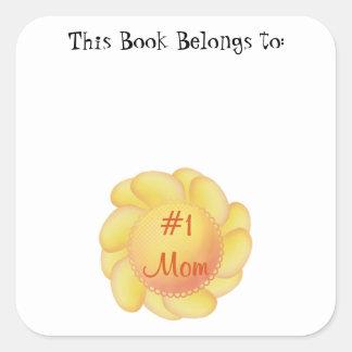 Mamá #1 (flores amarillas) calcomania cuadradas personalizada