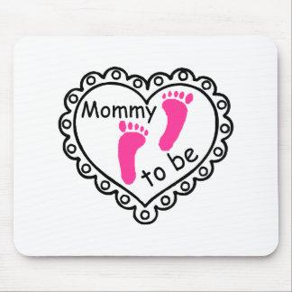 Mamá a ser corazón rosado de las huellas del chica tapetes de raton