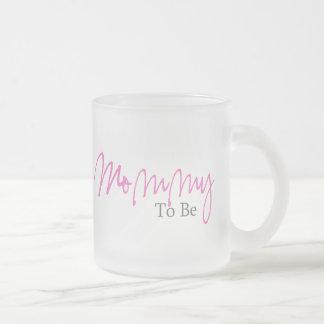 Mamá a ser (escritura rosada) taza