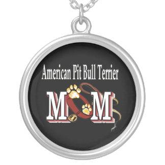 mamá americana del terrier de pitbull colgante redondo