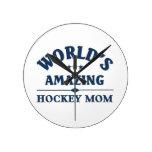 Mamá asombrosa del hockey del mundo relojes de pared