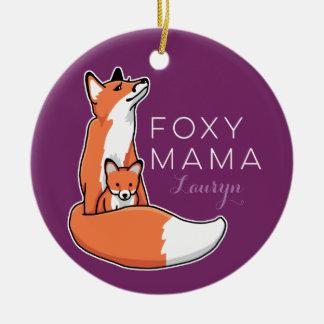 Mamá astuta Fox rojo con el perrito, personalizado Adorno Navideño Redondo De Cerámica
