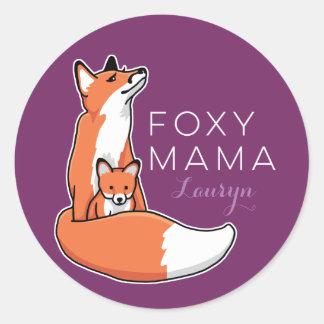 Mamá astuta Fox rojo con el perrito, personalizado Pegatina Redonda