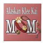 mamá de Alaska del kai del klee Teja