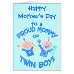 Mamá de encargo del día de madre de muchachos felicitaciones