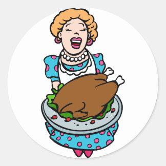 Mamá de la acción de gracias que sirve el disco de pegatina redonda