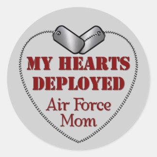 Mamá de la fuerza aérea, mis corazones desplegados pegatina redonda