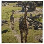 Mamá de la jirafa y becerro del bebé servilleta imprimida