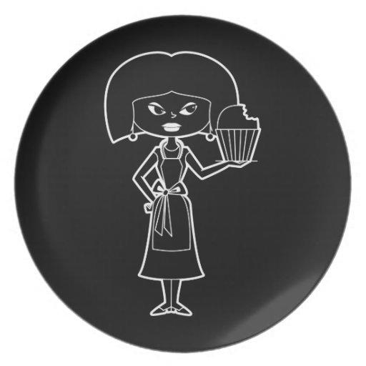 Mamá de la magdalena con la placa blanca del esque plato de comida