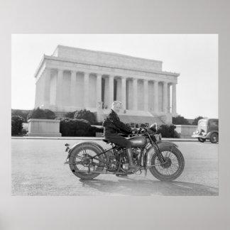 Mamá de la motocicleta de los años 30 del vintage póster