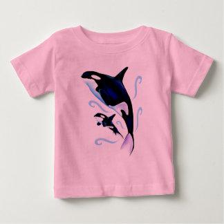 Mamá de la orca y camisa del bebé