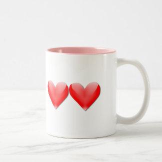 Mamá de la taza de café doble de los corazones de