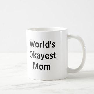 Mamá de Okayest del mundo Tazas