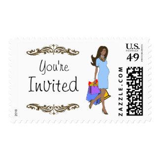 Mamá del afroamericano del azul y del estampado sello