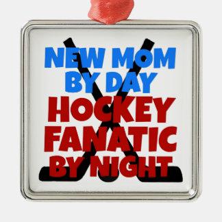 Mamá del amante del hockey nueva adorno navideño cuadrado de metal