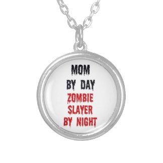 Mamá del asesino del zombi del día por noche collares