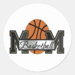 Mamá del baloncesto pegatina redonda
