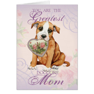Mamá del corazón de Staffordshire bull terrier Felicitacion