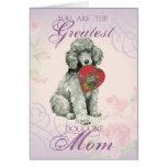 Mamá del corazón del caniche tarjeta de felicitación